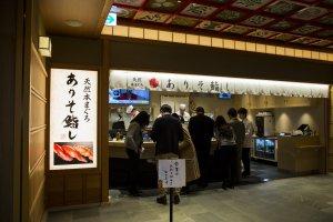 Konter berdiri di Sushi Ariso