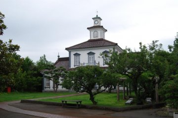 Former Nishitagawa District Office seen from across the park in front.