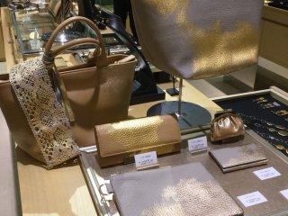 Túi và ví vàng