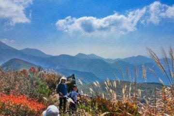Почти на вершине горы Кусэнбудакэ