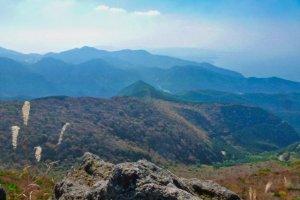 Вершина горы Кусэнбудакэ