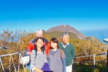 Масао, Сатико, Мива и Рэй на верхней площадке