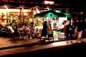 Iyemon Salon Cafe at night