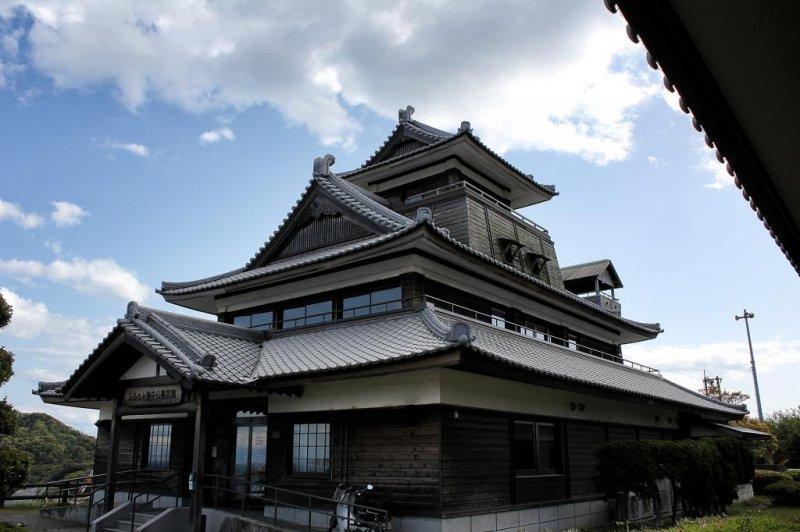 The Furusato Rekishi Koen museum on Hakatajima looks like a castle on a hill
