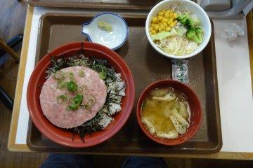 อิ่มอร่อยตลอด 24 ชั่วโมงที่ Sukiya
