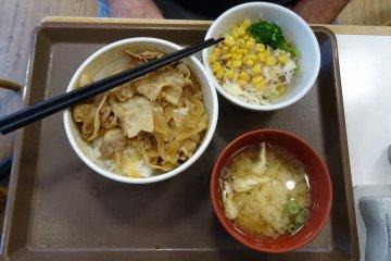 อาหารชุดมีราคาตกอยู่ประมาณ 500 ถึง 700 เยน