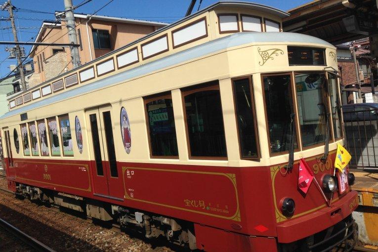 Back in Time on the Tokyo Sakura Tram (Arakawa Line)