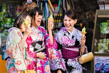 The backstreets of Tennoji are filled with festivals in summer, why not put on a yukata or summer kimono and enjoy some green tea ice cream