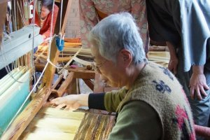 Watch Artisans at work on the hand loom at Nishijin Textile Center Kyoto