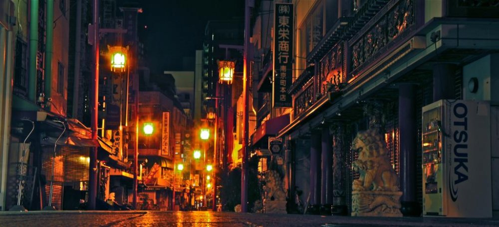 Dark alleys and sodium lighting, night-time in the Motomachi district