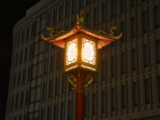 Sodium lamps of Chinatown