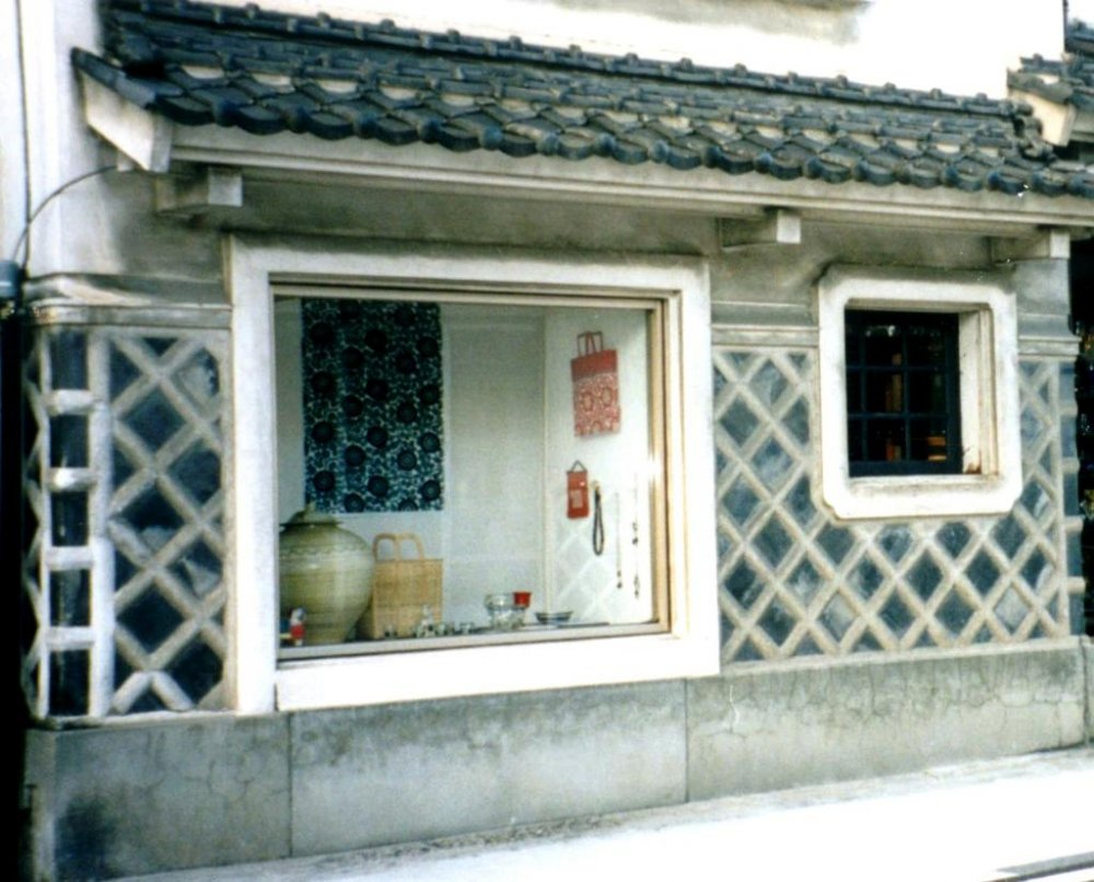 Exotic Vases and other keepsakes in the White Shophouses of Matsumoto