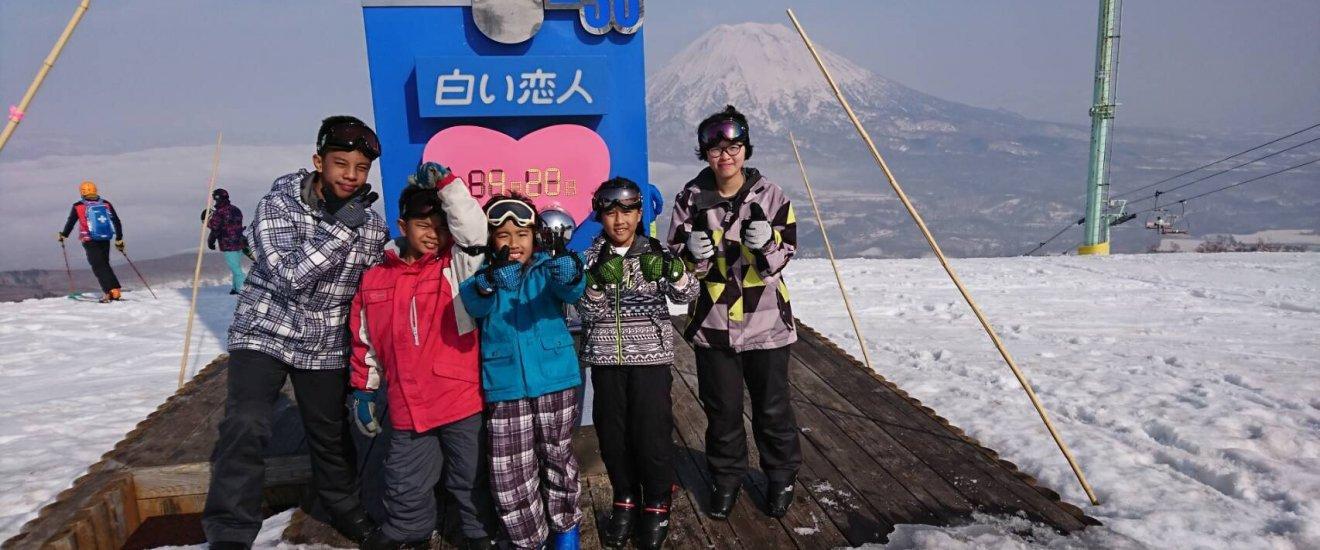 รูปหมู่ หนูบีบี หนูน้ำเพรช น้องเซน น้องการ์โต้ น้องเต้ และภูเขานิเสะโกะ-แอนนุปุริ