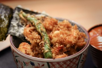 Kakiage-don (¥1,800) – tiger shrimp and vegetable rice bowl with miso soup and pickles