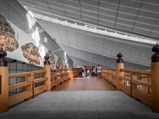 Bangunan kayu ini adalah replika dari 'Nihinbashi', sebuah jembatan terkenal yang bisa Anda temukan di Tokyo