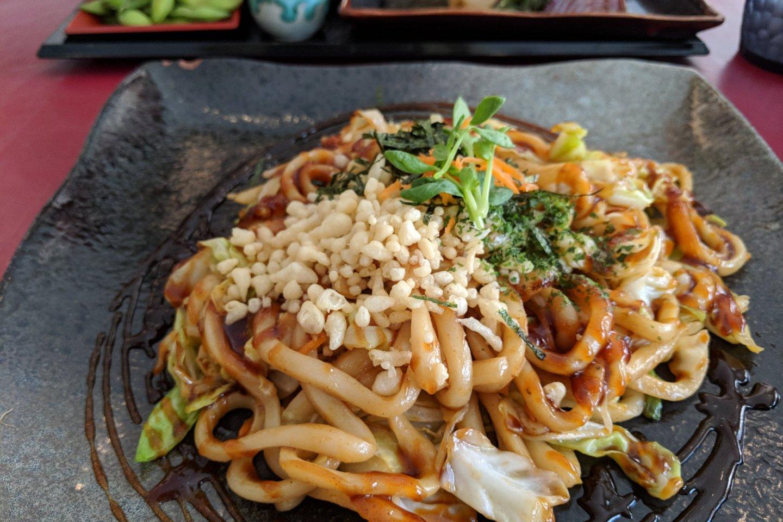 Yakiudon d\'Hiroshima, débordantes de légumes