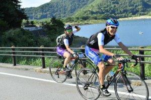 Đạp xe quanh hồ Yamanaka