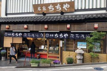Varios restaurantes y souvenir se encuentran ubicados en el centro de la ciudad