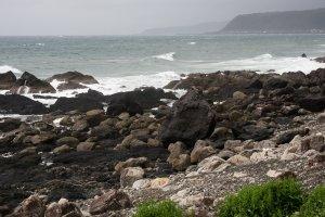 Bờ biển Thái Bình Dương gần thị trấn Nahari (thời tiết khá bão tố vào cái đêm lưu trú của tôi)