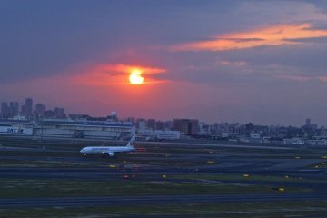 Sunset from the Haneda Airport observation deck