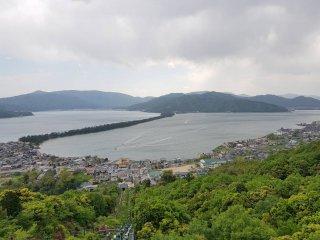 สวนคะสะมัตซึต (Kasamatsu) กล่าวกันว่าวิวสันทรายจากที่นี่จะเป็นตัวเลข 1 (ตัวเลขคันจิ)