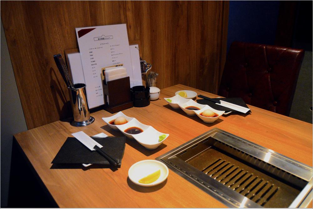 Un box confortable pour profiter du yakiniku avec vos amis