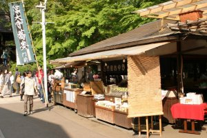 A shop in the temple grounds selling fugashi