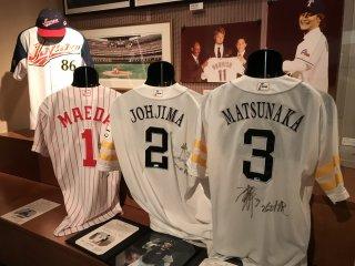 Sự nổi tiếng của bóng chày ở Nhật Bản được nhấn mạnh trong phòng triển lãm thể thao