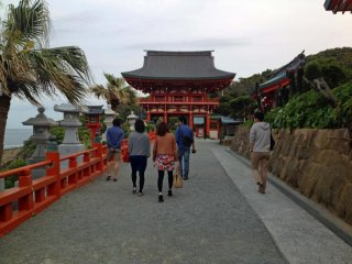 Many couples and newlyweds visit Udo Shrine as it is believed to bring good fortune and successful childbirth for women.