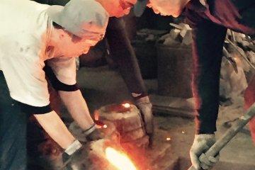 Pouring liquid iron at Kunzan Kobo, Morioka Tezukuri Village