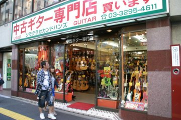 Shimokura second-hand guitar shop.