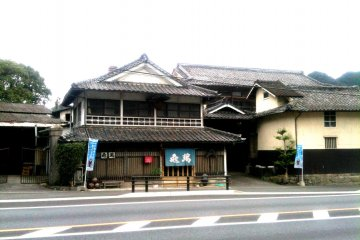 <p>Kameman Sake Brewery is located near Tsunagi on the Hisatsu Orange scenic railway, in the SW end of the Sake producing region of Japan. Its spring water and mild climate produces some unique sake.</p>