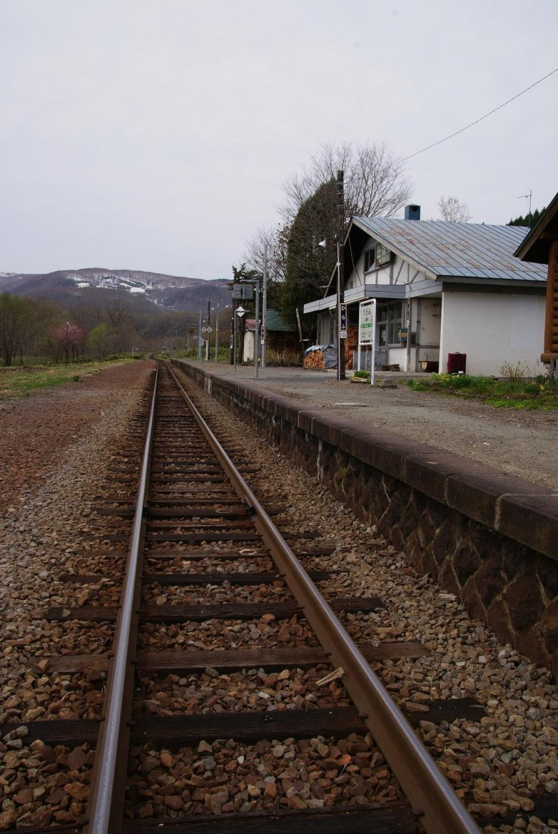 The picturesque location of Hirafu Station