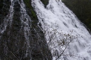 Les chutes d'Oshin-Koshin, à l'entrée du parc