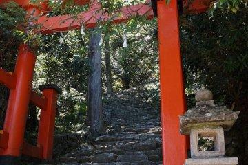The entrance to Kamikura Shrine