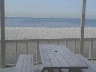 식당 내에서 바다를 보며 먹을 수 도 있고, 테라스석도 있습니다.