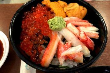 Рис с икрой лосося и морским ежом