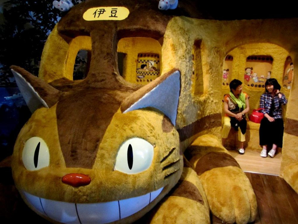 Kemungkinan besar, hal yang terbaik dari museum ini adalah bus kucing dari Totoro, dimana orang dewasa diperbolehkan untuk masuk! (tidak seperti museum Ghibli