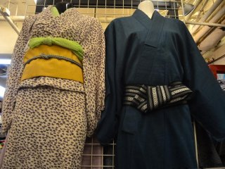 Kimono untuk pria dan wanita.