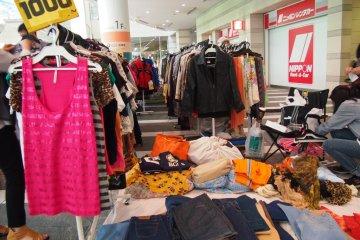 <p>Одежда продается по действительно невероятным ценам. Большинство из них находятся в довольно хорошем состоянии - настолько, что это заставило меня задуматься, действительно ли это секонд-хэнд?</p>
