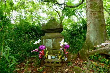 Chigo-zuka on the way: The grave of a child who was carried off by an eagle