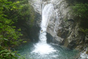 25 metres of waterfall to descend without a rope