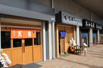 Restaurants near the Fruit & Vegetables Market building