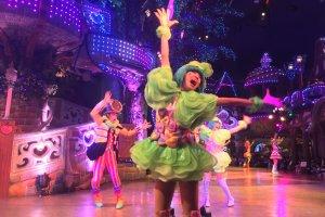 Impressive costume design and dancing