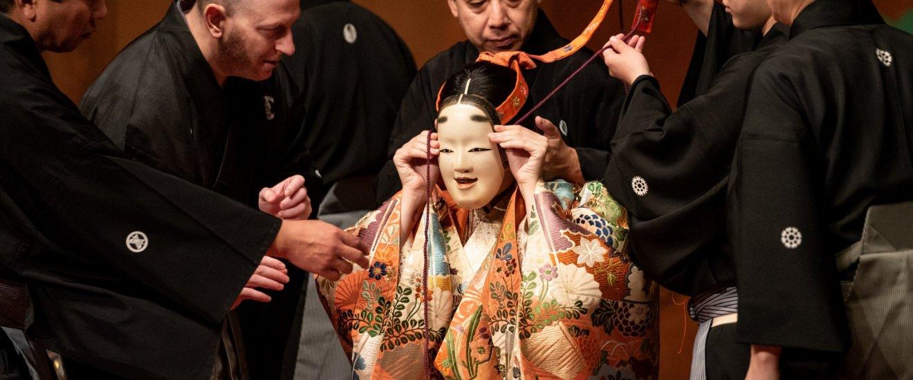 面具在能劇中扮演著重要角色。