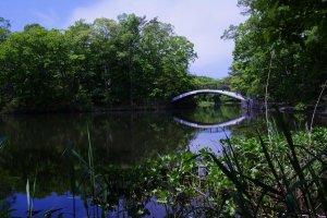 Des ponts vous conduisent d'îles en îles