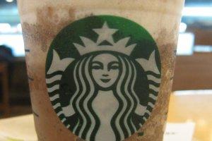 Tome um copo de café enquanto você usa seu wi-fi fora de casa!