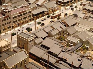 Maquete dos novos planos urbanos de Osaka na década de 30. Podem ver-se os carros a circular nas avenidas largas e o início da construção acima dos 2 andares.