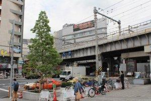 图为上野的YODOBASHI,一出东京METRO就可以看见