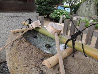 เทะมิซุยะทำด้วยหิน
